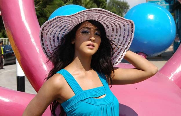 Aindrita-ray-wallpapers-40-Beautiful-Collections-with-hat