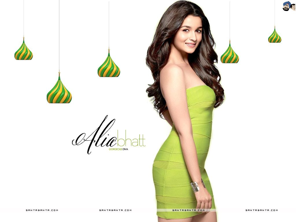 Alia-bhatt-image-20-Most-Beautiful-Collections-in-green-dress-1024x768