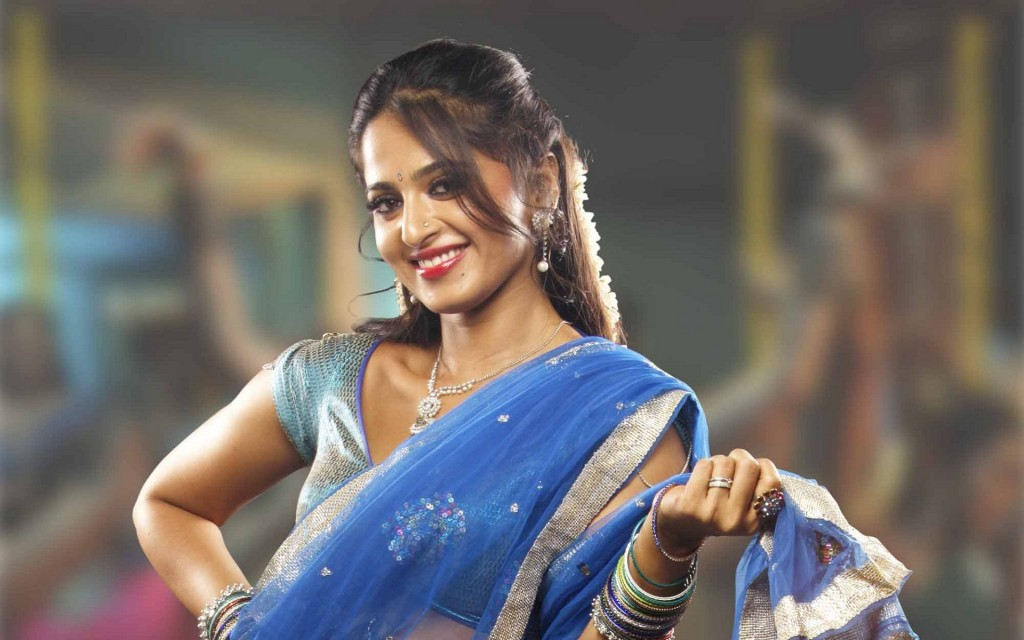 Anushka-photos-20-HD-wallpaper-Collections-Anushka-Shetty-Desi-saree-looks-1024x640