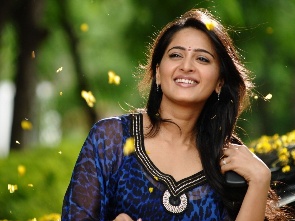 Anushka-photos-20-HD-wallpaper-Collections-Anushka-Shetty-cute-1024x768