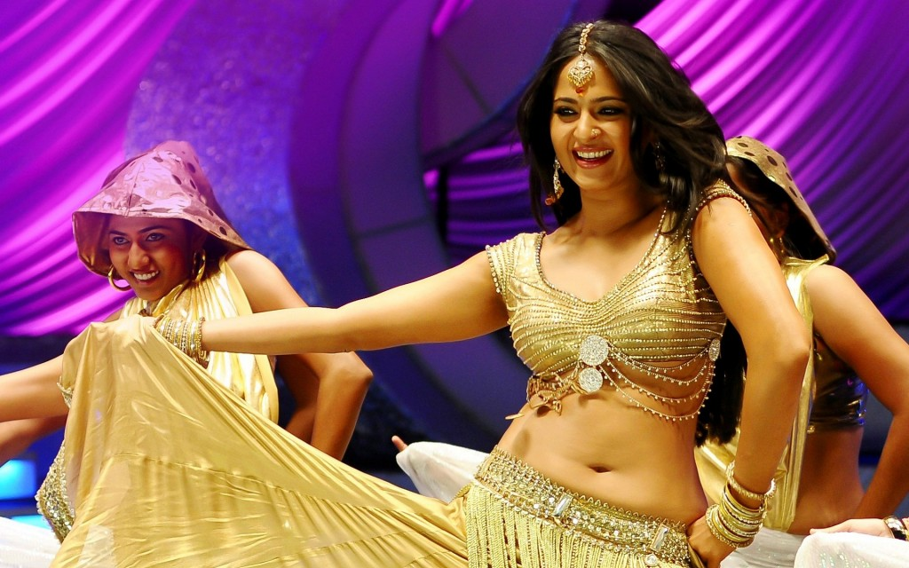 Anushka-photos-20-HD-wallpaper-Collections-Anushka-Shetty-dancing-hot-new-wallpaper-1024x640