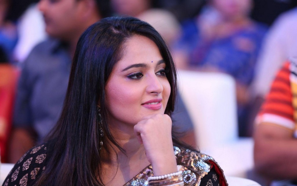 Anushka-photos-20-HD-wallpaper-Collections-Anushka-Shetty-gorgeous-south-celeb-1024x640