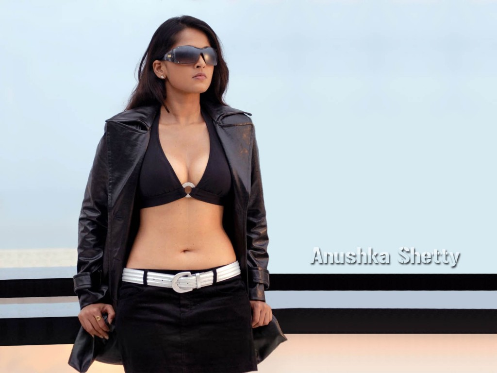 Anushka-photos-20-HD-wallpaper-Collections-Anushka-shetty-hot-telugu-actress-1024x768