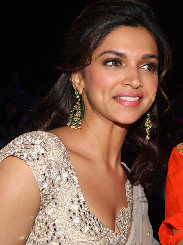 Deepika-padukone-images-Most-Beautiful-Ever-white-sarre