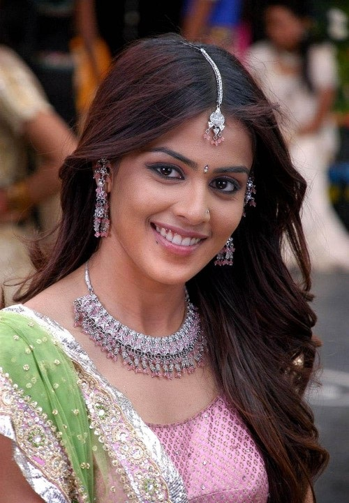 Genelia-d-souza-wallpapers-30-HD-Pics-cute-ever