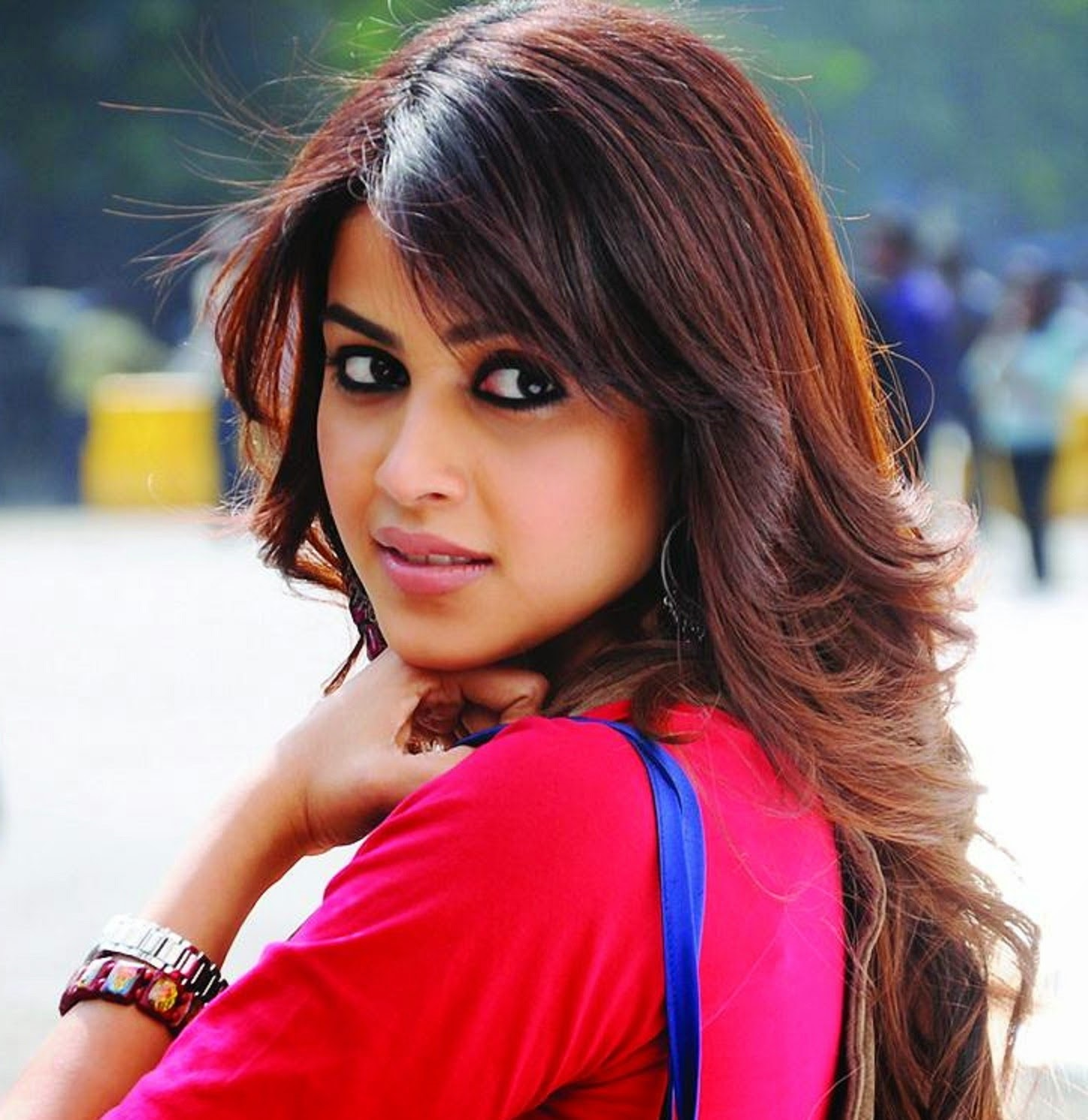 Genelia d souza wallpapers 30 hd pics - Desi actress wallpaper ...
