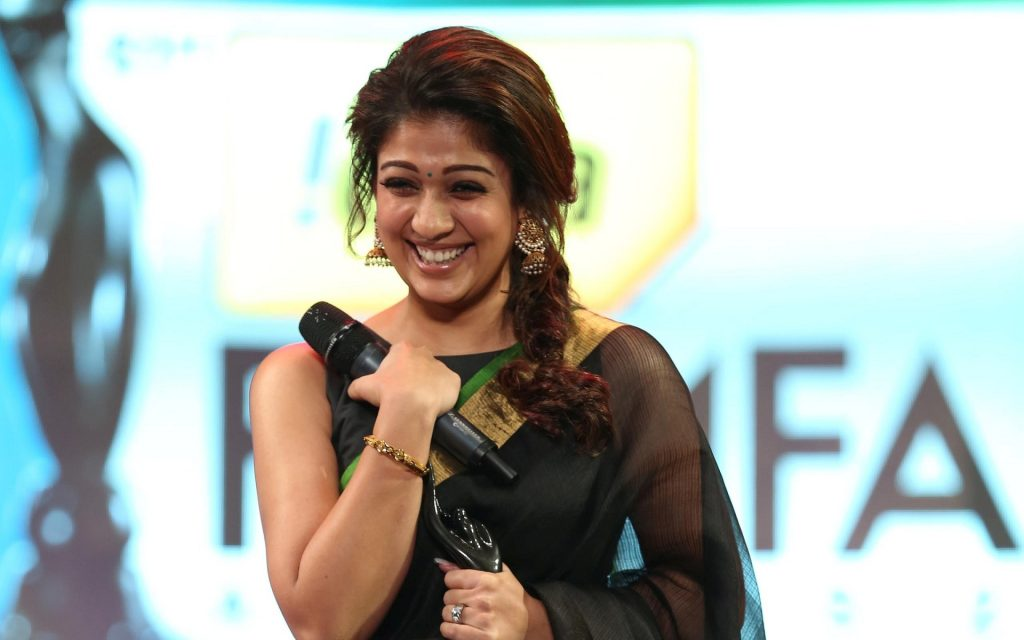 Nayanthara-HD-images-25-Cute-Pictures-Nayanthara-gorgeous-in-black-saree-1024x640