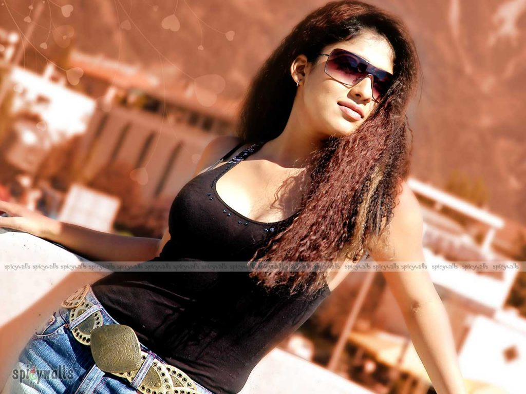 Nayanthara-HD-images-25-Cute-Pictures-nayanthara-spicy-wallpapers-1024x768