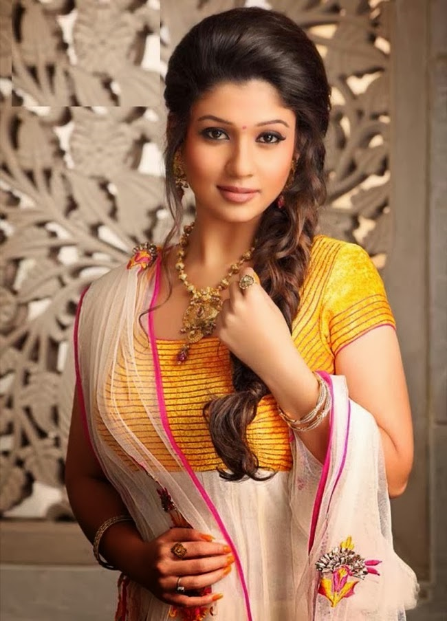 Nayanthara-photos-20-Most-Beautiful-Collections-tamil-actress-beautiful-nayanthara-in-yellow-dress