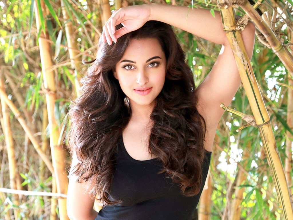 Sonakshi-sinha-photo-30-HD-Collection-Sonakshi-Sinha-Latest-Photoshoot-with-black-tshirt-1024x768