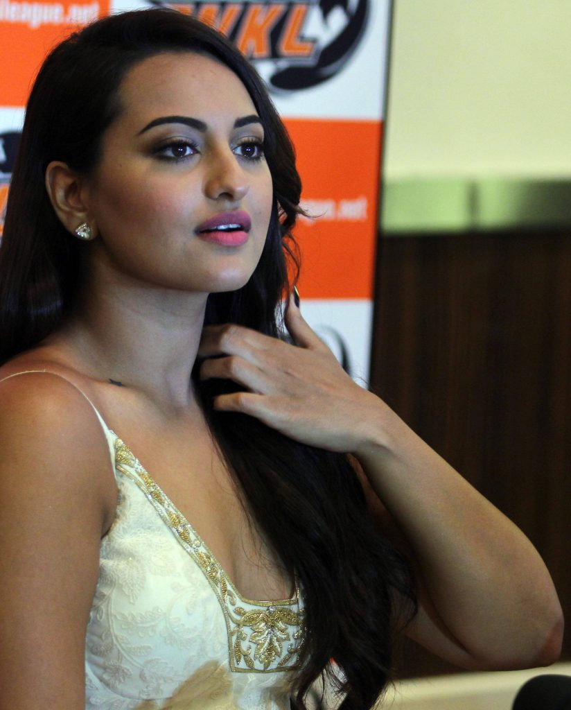 Sonakshi-sinha-photo-30-HD-Collection-Sonakshi-Sinha-Pics-824x1024
