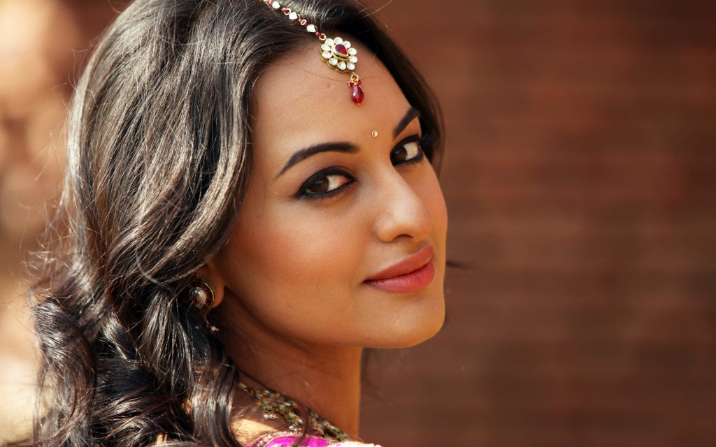 Sonakshi-sinha-photo-30-HD-Collection-cute-face-1024x640