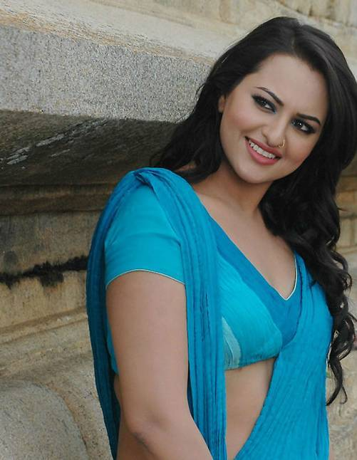 Sonakshi-sinha-photo-30-HD-Collection-download-sexy-sonakshi-sinha-saree-wallpapers-wallpaper-hd-free