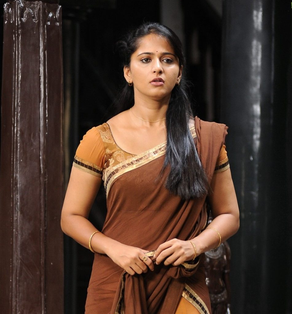anushka-images-20-HD-Collections-damarukam-anushka-half-saree-cute-stills-951x1024