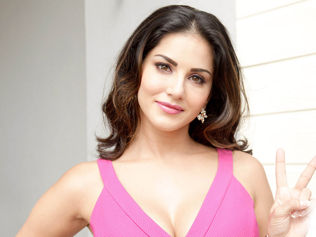 sunny-leone-hd-wallpapers-Beautiful-Sunny-Leone-lovely-action