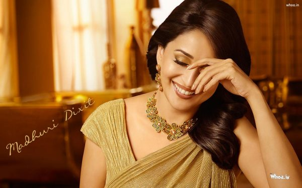 madhuri-dixit-photo4-600x375